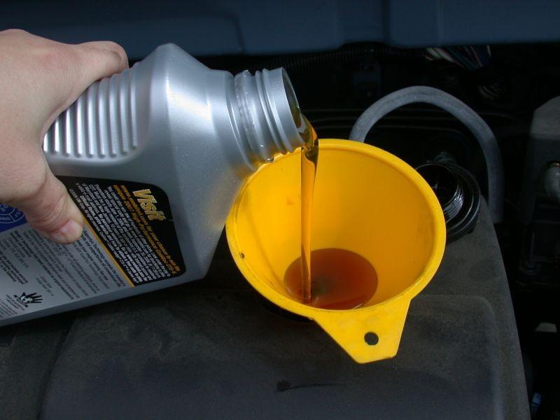 Какое масло лить в газонокосилку?