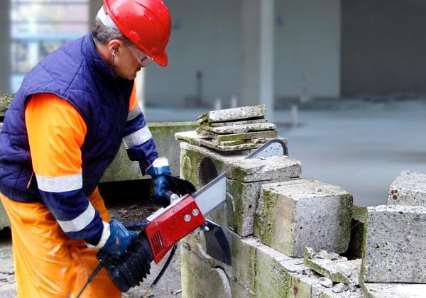 Электропила по бетону