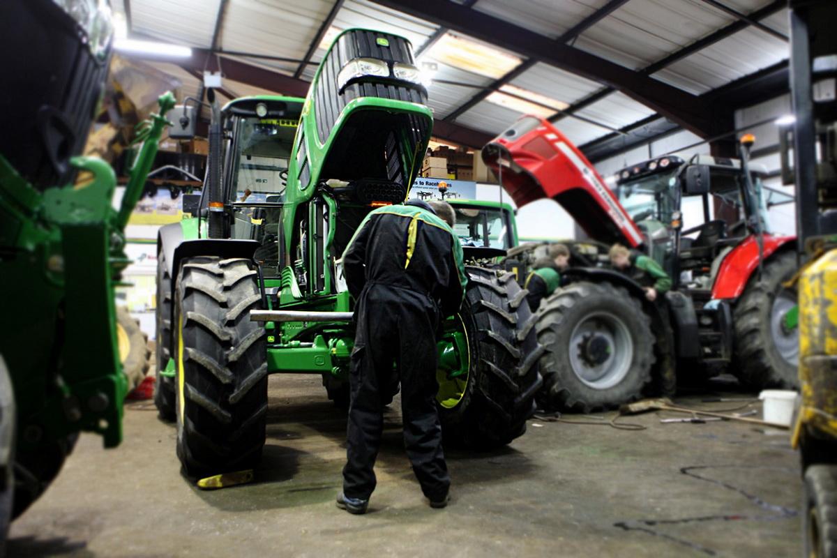 трактор валтра